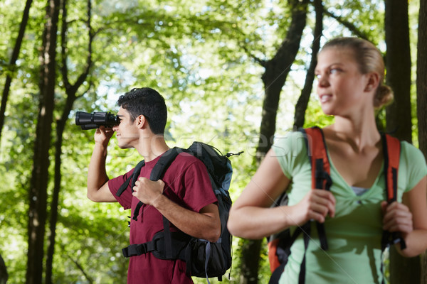 Stock fotó: Fiatalember · nő · kirándulás · erdő · látcső · fiatalok