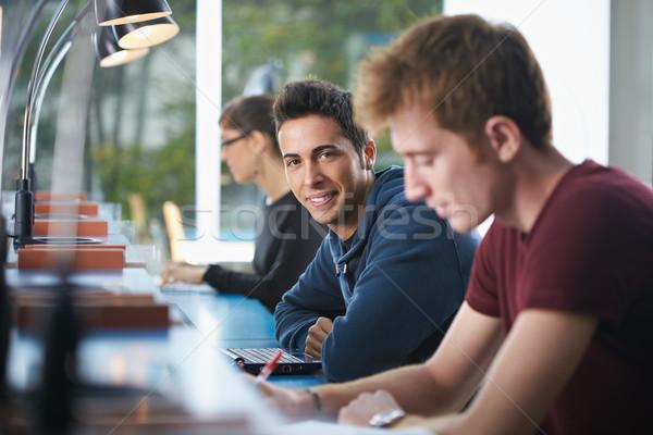 Groep drie mensen bibliotheek portret mannelijke Stockfoto © diego_cervo