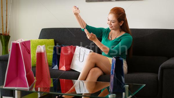 Ragazza shopping moda collana divano Foto d'archivio © diego_cervo