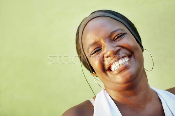 Afroamerikai nő fehér póló mosolyog kamera portré Stock fotó © diego_cervo