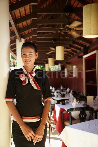 Retrato Asia camarera de trabajo restaurante atractivo Foto stock © diego_cervo
