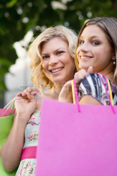 Stockfoto: Twee · vrouwelijke · vrienden · glimlachend · portret