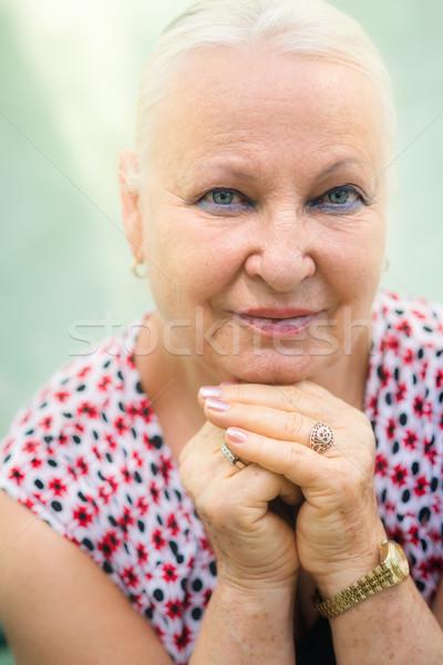 Photo stock: Vieux · femme · souriante · caméra · portrait · supérieurs