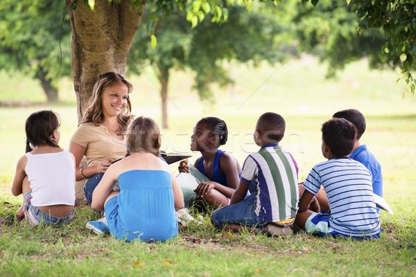 Stock fotó: Gyerekek · oktatás · tanár · olvas · könyv · fiatal