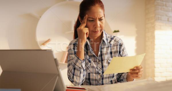 Mérges idős nő fizet számlák szövetségi Stock fotó © diego_cervo