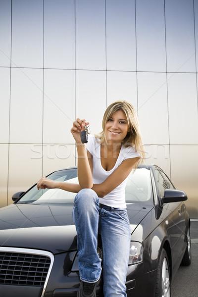 Stok fotoğraf: Yeni · araç · genç · kadın · tuşları · kadın · araba