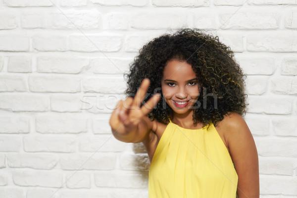 Expressões faciais jovem mulher negra parede de tijolos preto menina Foto stock © diego_cervo