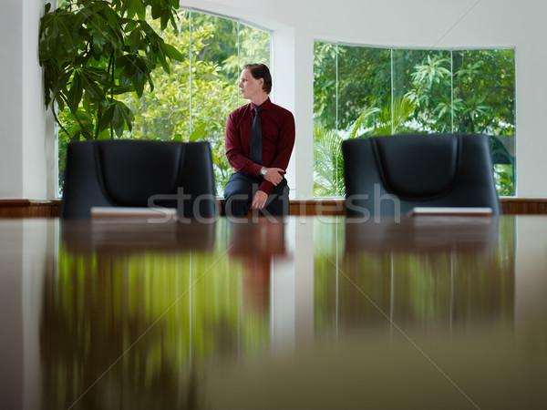 üzletember ki ablak tárgyalóterem töprengő fiatal Stock fotó © diego_cervo
