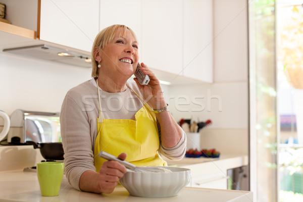 Emekli kadın ev mutlu kıdemli Stok fotoğraf © diego_cervo