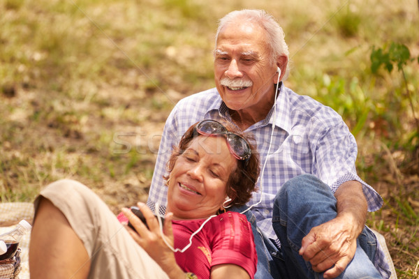 Ehemann Ehefrau Senior Mann Frau hören Stock foto © diego_cervo