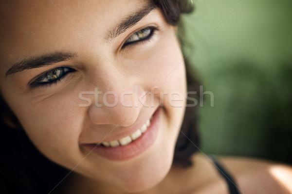 Wesoły młodych hiszpańskie kobieta patrząc kamery Zdjęcia stock © diego_cervo