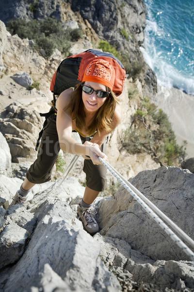ストックフォト: ハイキング · 若い女性 · 先頭 · 山 · 幸せ · スポーツ