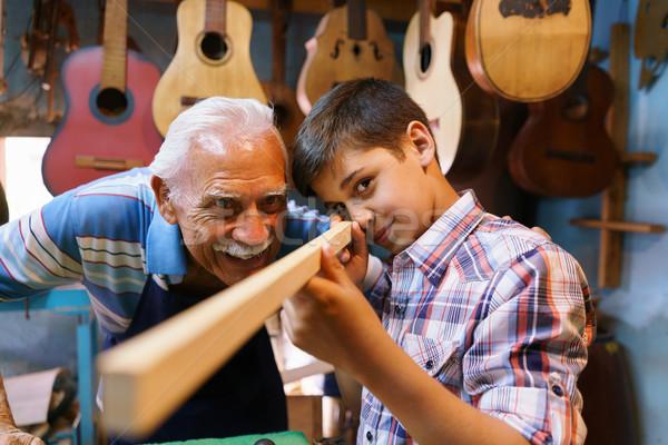 Oude man onderwijs kleinzoon jongen hout klein Stockfoto © diego_cervo