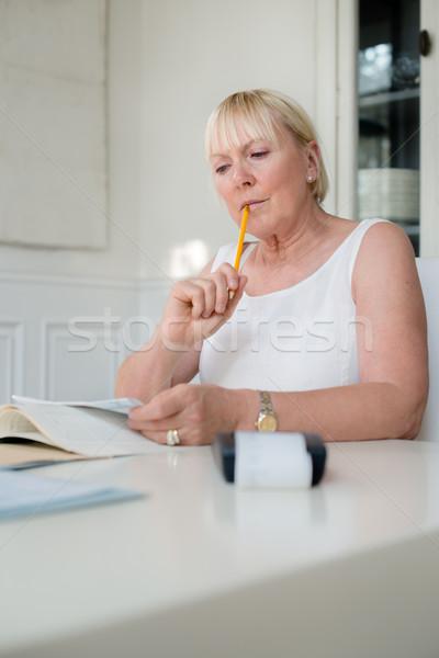 Rijpe vrouw budget home financieren persoonlijke Stockfoto © diego_cervo