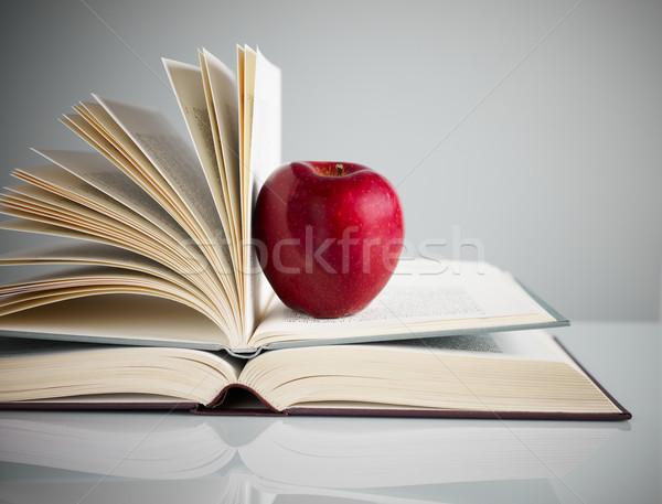 Manzana roja libros escritorio espacio de la copia libro Foto stock © diego_cervo