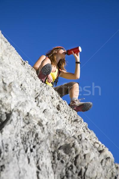 Stockfoto: Wandelen · jonge · vrouw · drinken · top · berg
