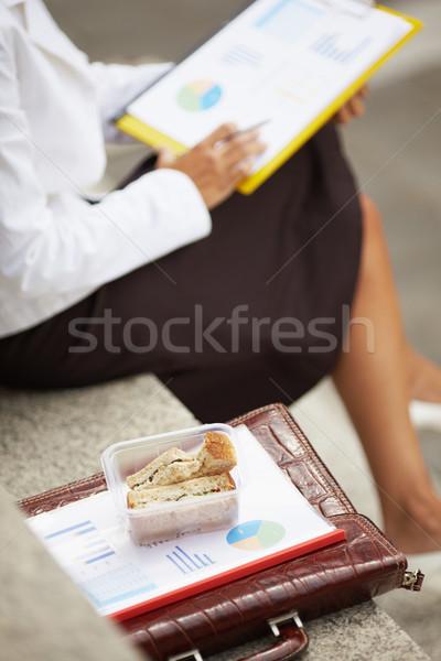 Işkadını yeme sandviç görmek iş kadını açık havada Stok fotoğraf © diego_cervo