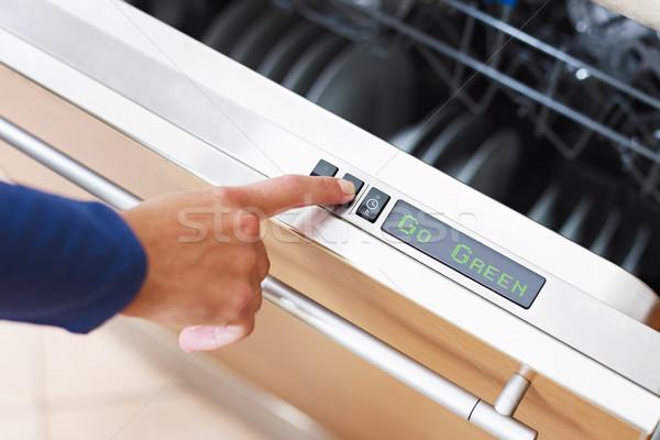 Kadın enerji düğme bulaşık makinesi yeşil Stok fotoğraf © diego_cervo