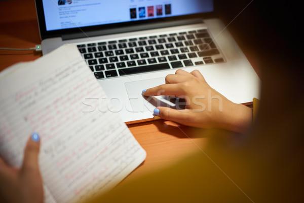 Meisje web Zoek laptop nacht Stockfoto © diego_cervo