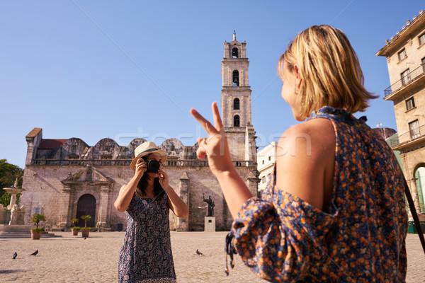 Kadın turizm Küba kadın arkadaşlar Stok fotoğraf © diego_cervo