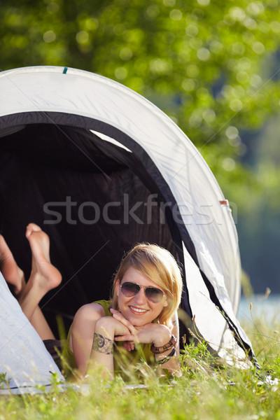 Kadın çadır genç sarışın kadın ayaklar bo Stok fotoğraf © diego_cervo