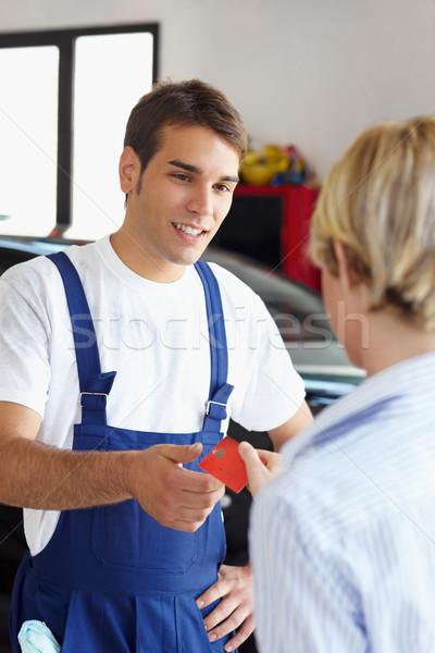 Mecânico mulher cartão de crédito dinheiro mão Foto stock © diego_cervo