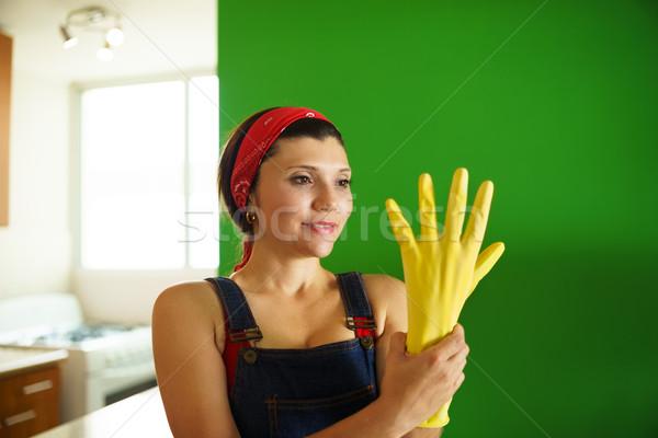 Jovem hispânico mulher amarelo limpeza Foto stock © diego_cervo