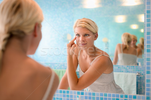 Stockfoto: Vrouwelijke · schoonheid · jonge · vrouw · lotion · gezicht
