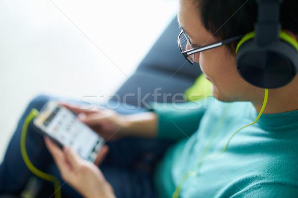 Asian man groene hoofdtelefoon muziek podcast Stockfoto © diego_cervo