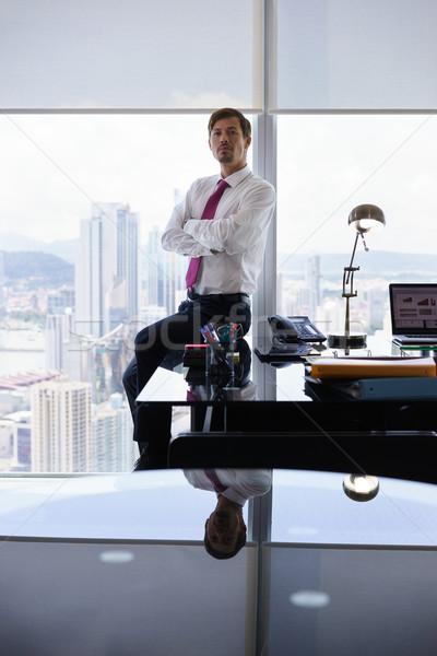 Portret poważny pracownika patrząc kamery Zdjęcia stock © diego_cervo