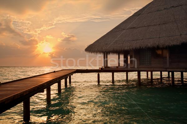 Trópusi tengerpart naplemente víz copy space nap felhők Stock fotó © diego_cervo