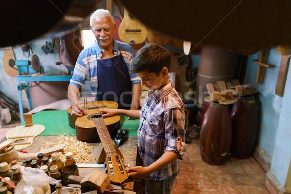 Dede öğretim erkek torun ayar gitar Stok fotoğraf © diego_cervo