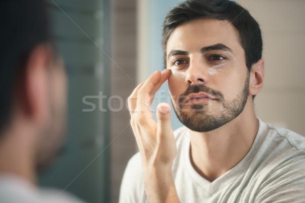 Jeune homme lotion jeunes hispanique Photo stock © diego_cervo