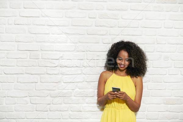 Expressions faciales jeunes femme noire mur de briques portrait heureux Photo stock © diego_cervo