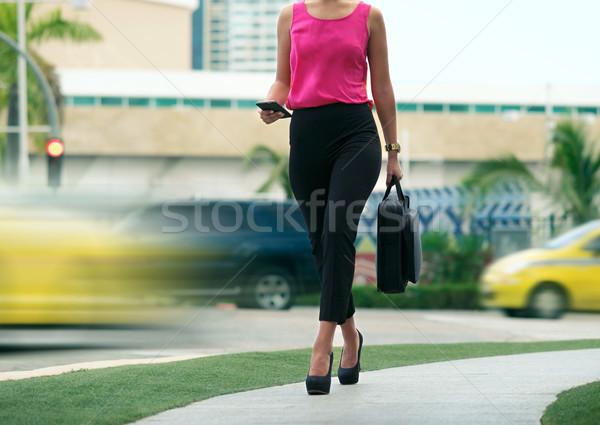 üzletasszony női ingázó iroda séta kilátás Stock fotó © diego_cervo