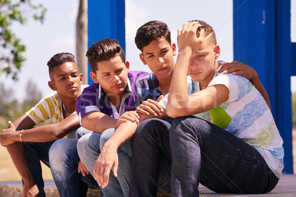 Grupy nastolatków chłopców pocieszający przyjaciela Zdjęcia stock © diego_cervo