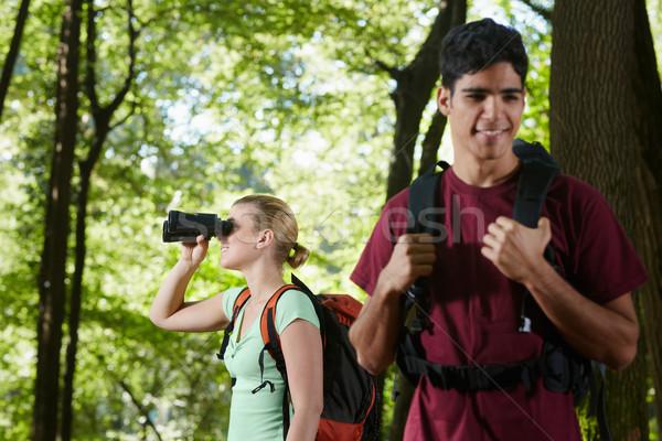 Stockfoto: Jonge · man · vrouw · wandelen · bos · verrekijker · jongeren