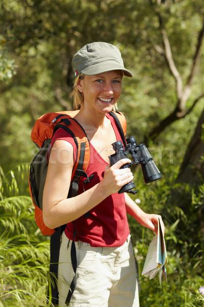 Mujer senderismo jóvenes mujer rubia binoculares Foto stock © diego_cervo