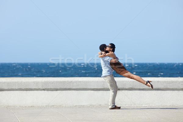 Szczęśliwy przytulić piękna żona mąż Zdjęcia stock © diego_cervo
