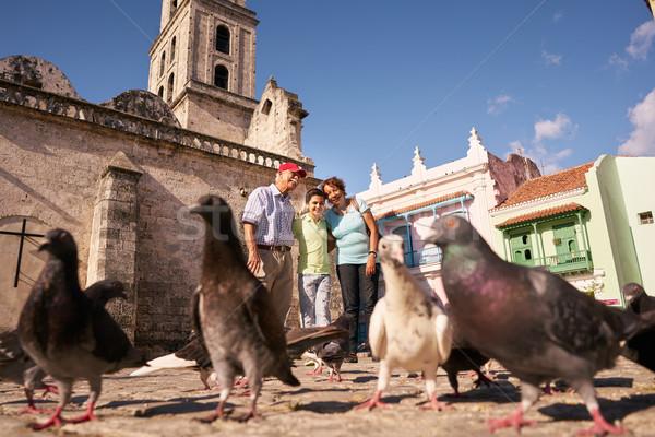 Großeltern Enkel Ernährung Urlaub Kuba glücklich Stock foto © diego_cervo