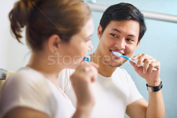 Para szczoteczka człowiek kobieta mycia zęby Zdjęcia stock © diego_cervo