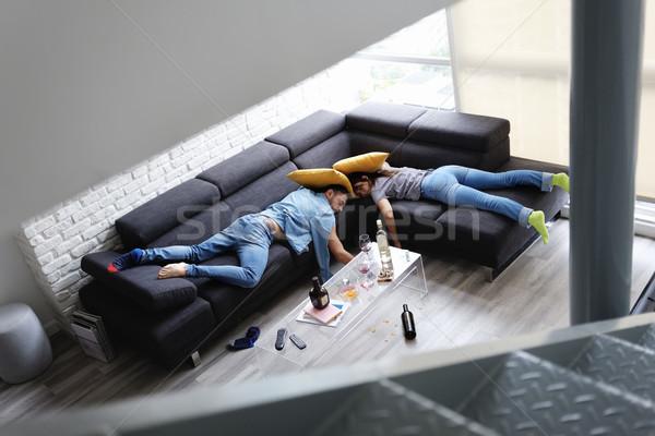 Dronken vrienden slapen sofa rommelig kamer Stockfoto © diego_cervo