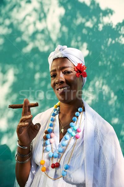 Portré kubai afroamerikai nő dohányzás szivar afrikai Stock fotó © diego_cervo