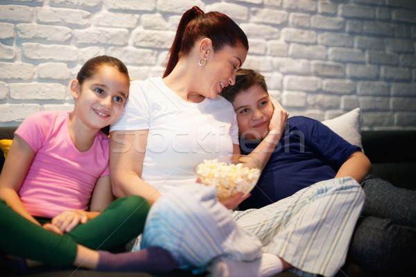 çocuklar izlerken tv gece film Stok fotoğraf © diego_cervo