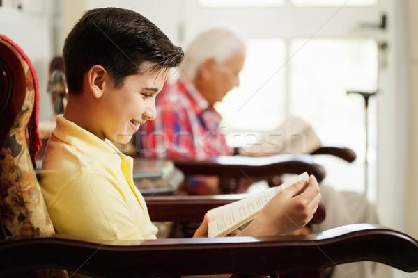Wnuk dziadka czytania książki relaks domu Zdjęcia stock © diego_cervo