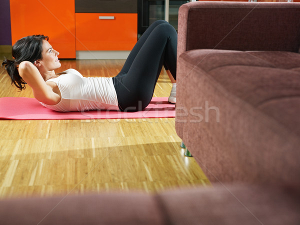 Femme exercice maison adulte formation abdominaux Photo stock © diego_cervo