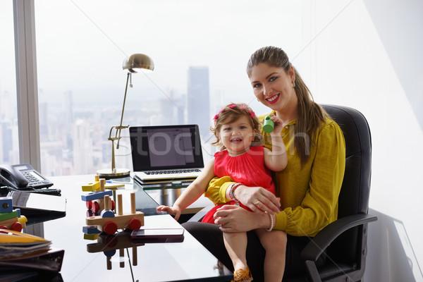 Foto stock: Retrato · mãe · mulher · de · negócios · jogar · criança · trabalhar