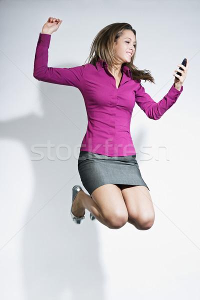 Foto stock: Empresária · saltando · telefone · móvel · mãos · feliz · mulher · de · negócios