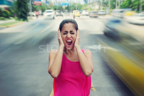 Portret zakenvrouw schreeuwen straat auto verkeer Stockfoto © diego_cervo