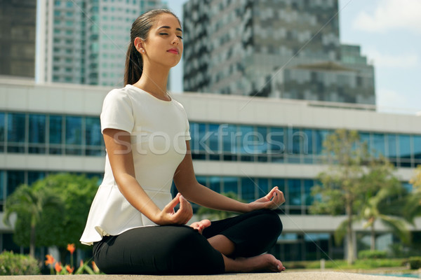 Relaks business woman jogi Lotos pozycja na zewnątrz Zdjęcia stock © diego_cervo